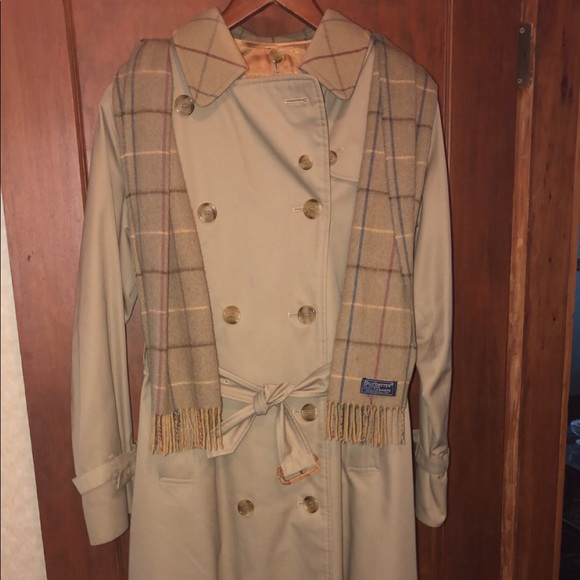 Long Burberry coat WITH scarf, insert and belt
